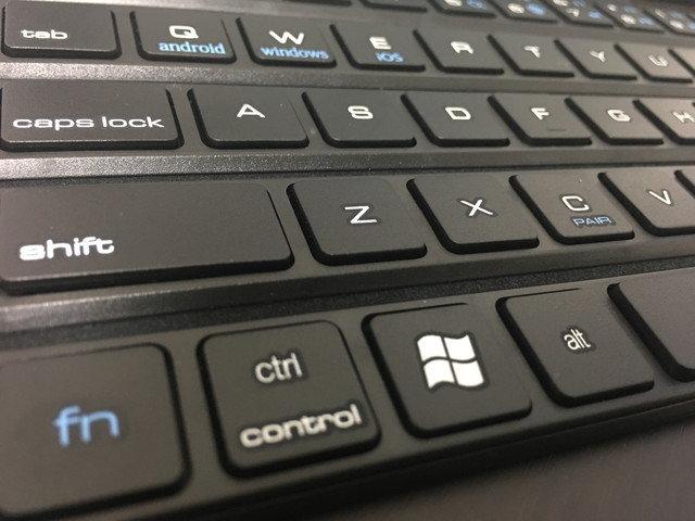 rollable_bt_keyboard_07.jpg